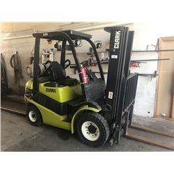 CLARK C25L LPG 5000 FORKLIFT WITH 3 STAGE MAST, FORK POSITIONERS, PNEUMATIC TIRES AND 1800 CURRENT