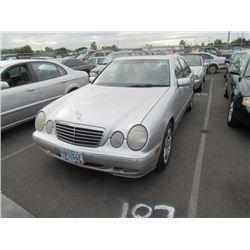 2001 Mercedes-Benz E320