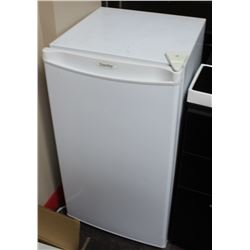 DANBY MINI FRIDGE 18 X 33 X 19