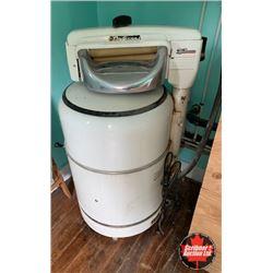 """""""Deluxe"""" Wringer Washing Machine"""