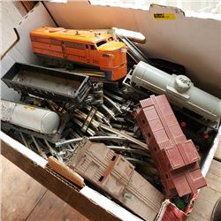 Tray Lot: 1950's Lionel Train Set