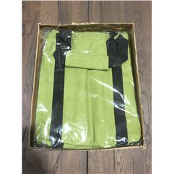 1 BOX OF 10 - TAZZY TOTES GO ECO STAY CHIC BOTTLE TOTES - GREEN (C)