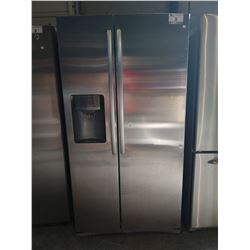 3' WIDE SAMSUNG STAINLESS STEEL FRENCH DOOR FRIDGE / FREEZER WITH WATER + ICE