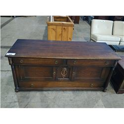 HIGH QUALITY ANTIQUE OAK CHEST, CIRCA 1920S