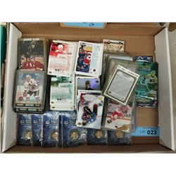 TRAY LOT OF COLLECTIBLE HOCKEY CARDS