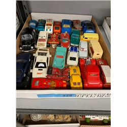 TRAY LOT OF VINTAGE VEHICLE TOYS