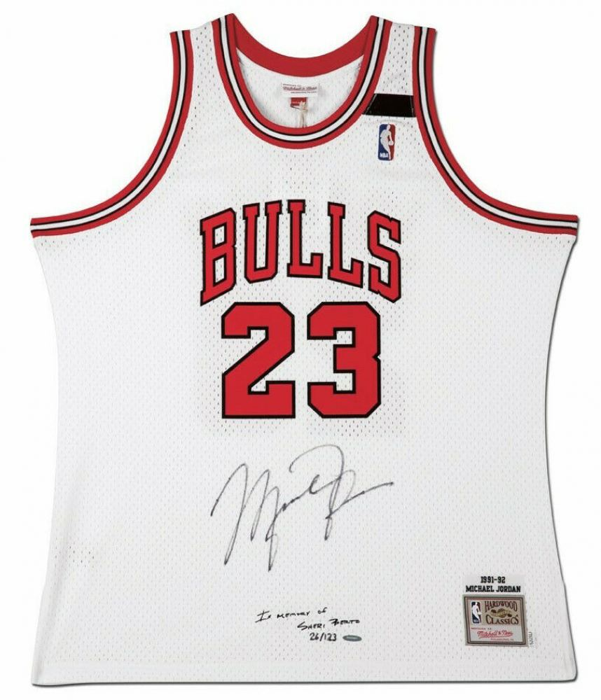 new arrival 2cd13 c3aeb Michael Jordan Signed Limited Edition 1991-92 Chicago Bulls ...