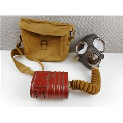 CANADIAN MILITARY GAS MASK AND POUCH