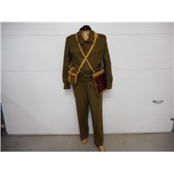 CANADIAN/BRITISH GREEN WOOL UNIFORM ON MANNEQUIN