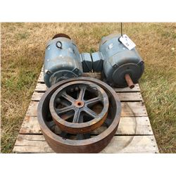 2 WESTINGHOUSE 3 PHASE 20HP ELECTRIC MOTORS & ASSORTED PULLEYS