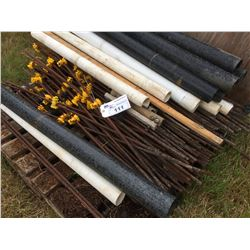 PALLET OF ELECTRIC FENCE POSTS WITH INSULATORS