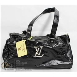 REPLICA LUIS VUITTON BLACK PURSE