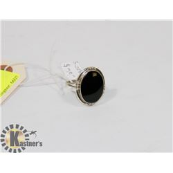STERLING SILVER ONYX RING SIZE 8.5.