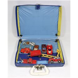 1966 MATCHBOX CASE WITH VINTAGE TOY CARS.