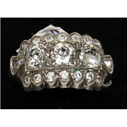 VINTAGE STERLING SILVER WITH CRYSTALS RING SIZE 7.