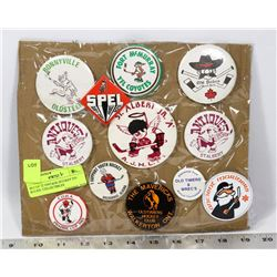 SET OF 12 VINTAGE HOCKEY PIN BACKS. COLLECTIBLES