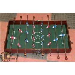 VINTAGE WOODEN FOOSBALL TABLE TOP GAME.