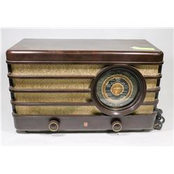 PHILIPS GERMAN 1938 ANTIQUE RADIO.