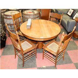 ROUND OAK TABLE WITH CLAW FEET, 2 EXTENSION LEAVES