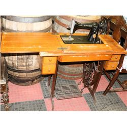 ANTIQUE SINGER SEWING MACHINE WITH WOOD TABLETOP