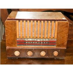 ANTIQUE VIKING TUBE RADIO