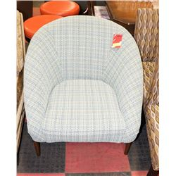 FABRIC TARTAN PATTERN SEATING CHAIR WITH WOODEN