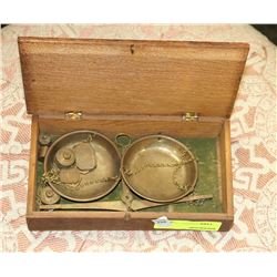VINTAGE WEIGH SCALE WITH WOODEN CASE