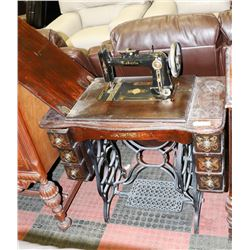 ANTIQUE ROBERTS SEWING MACHINE 227360