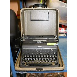 VINTAGE ROYAL PORTABLE TYPEWRITER, QUIET DELUXE,