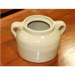 MEDALTA CROCK WITH HANDLES