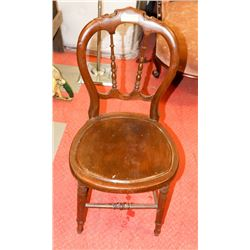 ANTIQUE WOOD CHAIR WITH ORNATE DESIGN