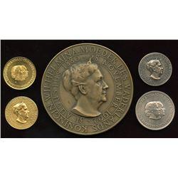 1962 Netherlands Koningin Wilhelmina 1880-1962 Commemorative Medallion Set