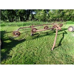 Vicon 5 Wheel Side Delivery Hay Rake