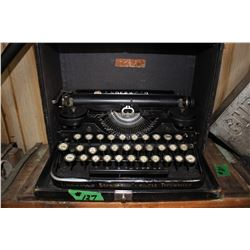 Underwood Standard Portable Typewriter - in a Case  ***Heavy