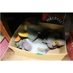 Box with 4 Duck Decoys
