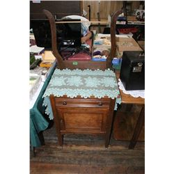 Small Wash Stand with Harp - Nice Condition  ***Please Pick up
