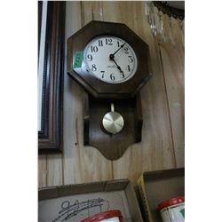 Seth Thomas Pendulum Clock - Battery Operated