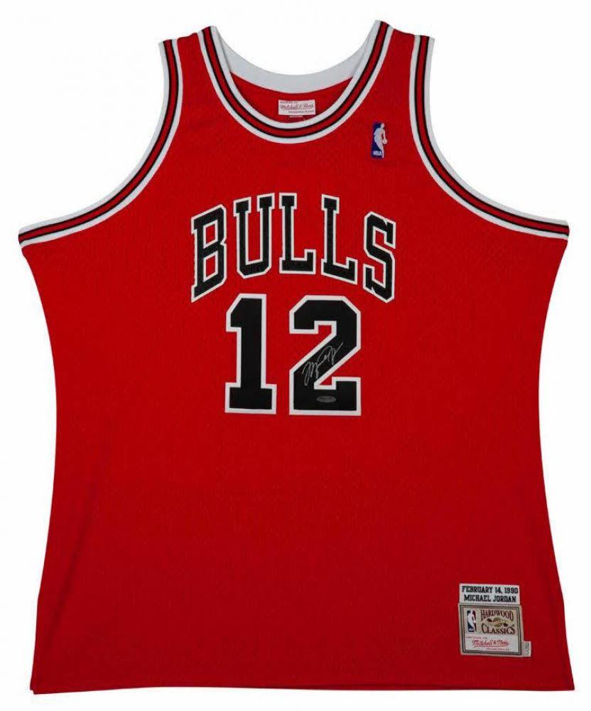 new product b58d7 833eb Michael Jordan Signed Chicago Bulls Jersey (UDA COA)