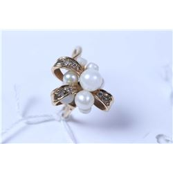 Lady's 10kt yellow gold and pearl ring set with diamond gemstone accents