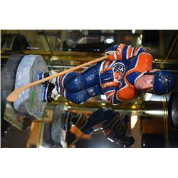 """Van Mo (Mowens Heroes) cariacature sculpture of Wayn Gretzky 13"""" in height"""