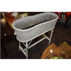 Wicker free standing planter with liner