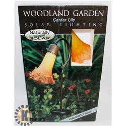 WOODLAND GARDEN GARDEN LILY SOLAR LIGHTING