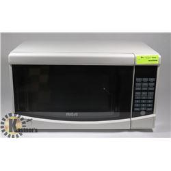RCA 700 WATT MICROWAVE