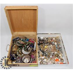 LARGE LOT OF JEWELLERY