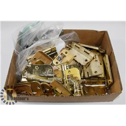 LOT OF ASSORTED HINGES AND DOOR HARDWARE