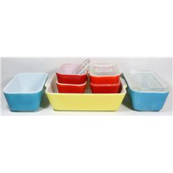 ESTATE LOT OF VINTAGE PYREX CONTAINERS WITH LIDS.