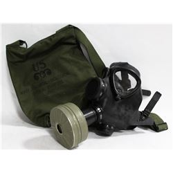 U.S. CHEMICAL AND BIOLOGICAL GAS MASK AND BAG