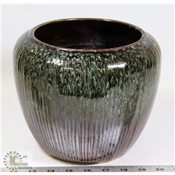 126) BEAUCE CANADA GLAZED CERAMIC POT FROM MARY