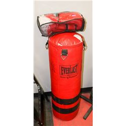 EVERLAST PUNCHING BAG WITH 30 MINUTE HIT BOXING