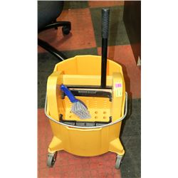 COMMERCIAL MOP BUCKET WITH WRINGER